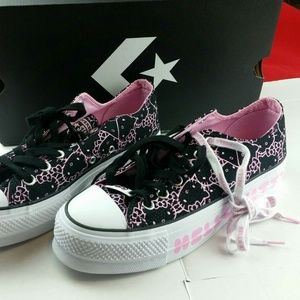 NEW Converse Hello Kitty SIZE 8 SHOES
